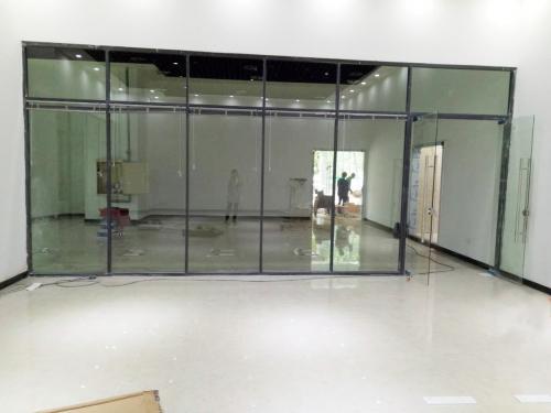 旅行社办事处玻璃隔断安装使用案例