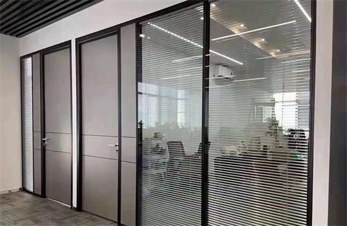 双层玻璃+生态木门